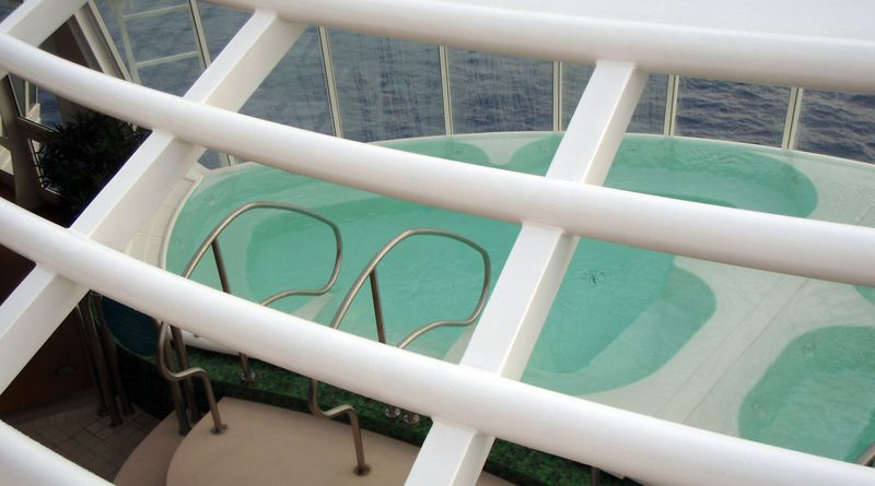oasis of the seas cruise  solarium